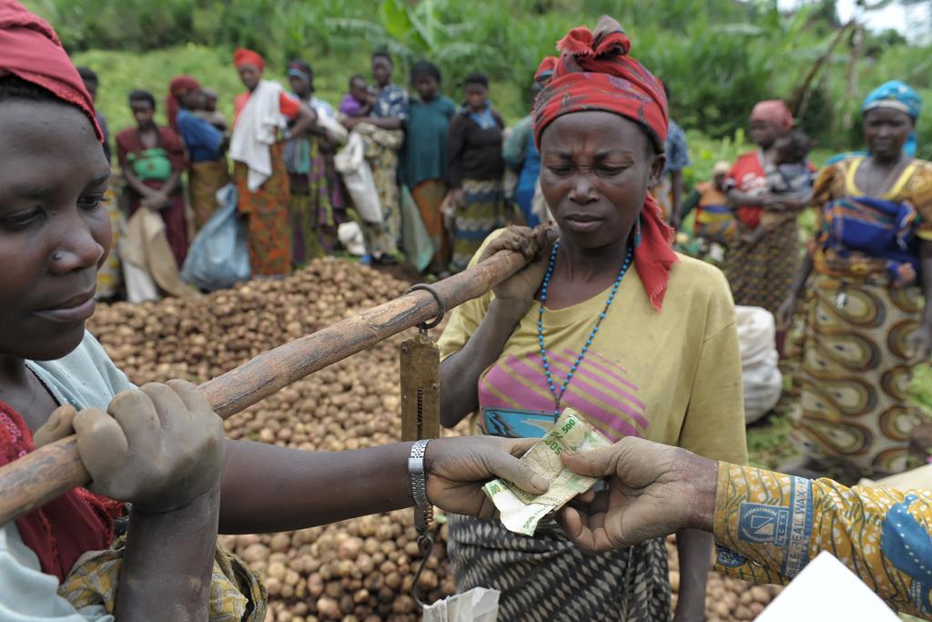 Как живут в странах с неподъемным долларом, или где в Европе находится Белая Африка?