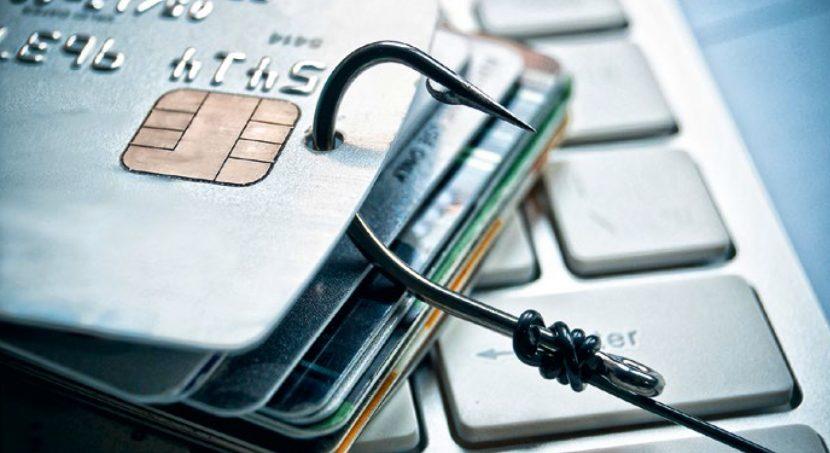 Нотариус вправе направить запрос о наличии открытых на имя наследодателя счетов в банке